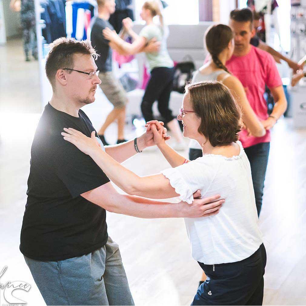 Tanssikurssit kätevästi Tanssipuodista